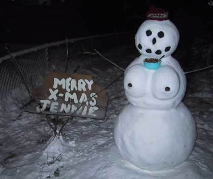 Funny Picture - A SnowWoman For A Change